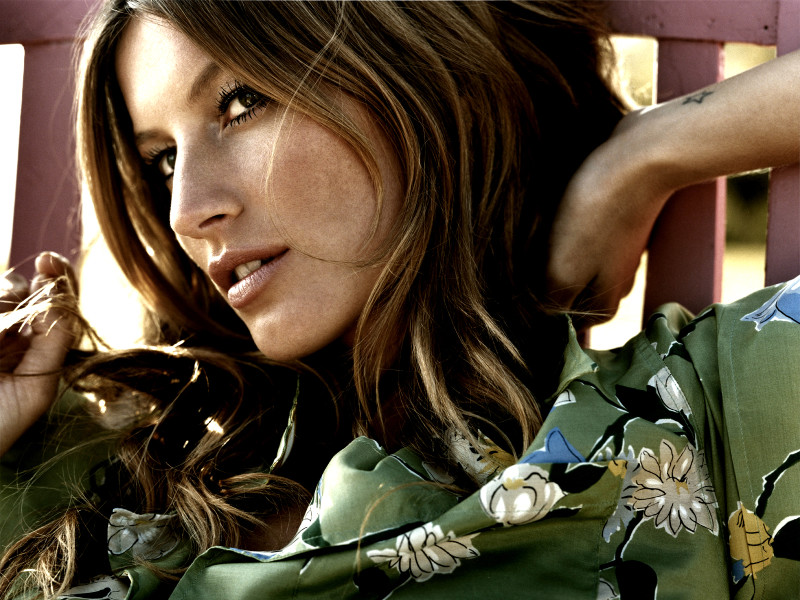Beautiful-Gisele-Bundchen-Wallpapers-HD-1600x1200